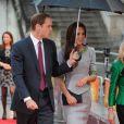 Le prince William et Kate Middleton, accueillis par Amanda Neville, honoraient à Londres le 25 avril 2012 la première du documentaire  African Cats  réalisé par Guy Ritchie et narrée par Patrick Stewart au profit du Tusk Trust dont le prince de Galles est le parrain.
