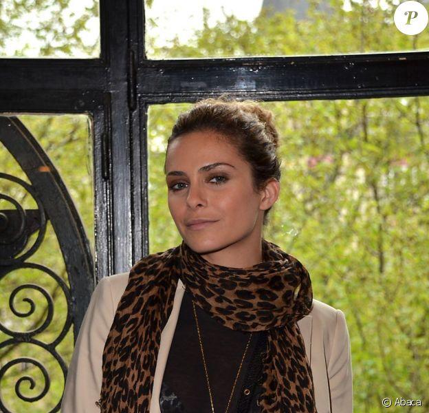 Clara Morgane lors de l'enregistrement de l'émission de radio Coffe and Cake sur Starter FM, à Paris le 25 avril 2012