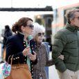 Cayetana, l'inénarrable duchesse d'Albe de 86 ans, et son jeune mari Alfonso Diez, 62 ans, sont arrivés à Paris (Gare d'Austerlitz) le 26 avril 2012 pour leur lune de miel, plusieurs mois après leur spectaculaire mariage à Séville le 5 octobre 2011.