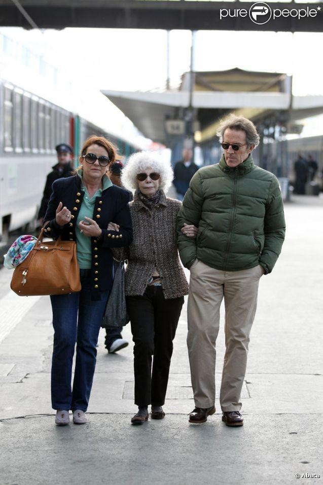 Accompagnée d'une personne de confiance, Cayetana, l'inénarrable duchesse d'Albe de 86 ans, et son jeune mari Alfonso Diez, 62 ans, sont arrivés à Paris (Gare d'Austerlitz) le 26 avril 2012 pour leur lune de miel, plusieurs mois après leur spectaculaire mariage à Séville le 5 octobre 2011.
