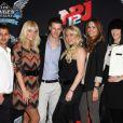 Loana et toute l'équipe des  Anges de la télé-réalité 4 - Le Mag , le 4 avril 2012 à Paris