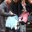 Les jumeaux accompagnent Mariah Carey en virée shopping chez Azzedine Alaïa, à Paris, le 28 avril 2012.