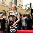 Scarlett Johansson reçoit une étoile sur le Walk Of Fame à Los Angeles (2 mai 2012).
