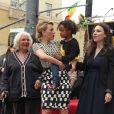 Scarlett Johansson, avec sa grand-mère, sa mère et sa soeur, pour l'inauguration son étoile sur Hollywood Boulevard à Los Angeles.