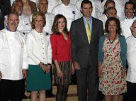 Letizia d'Espagne, toquée de rose et femme en or, persiste et signe