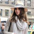 Jessica Alba à New York dans un look d'aventurière moderne le 9 mai 2012