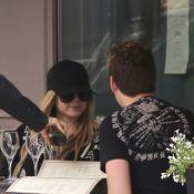 Avril Lavigne : Journée romantique à Paris avec un bel inconnu