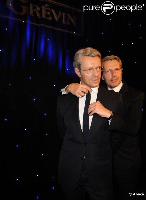 Lambert Wilson inaugure son double de cire au musée Grévin le 10 mai 2012