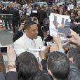 Will Smith a fait plaisir à ses fans lors de la première de Men in Black 3 à Paris. Le 11 mai 2012