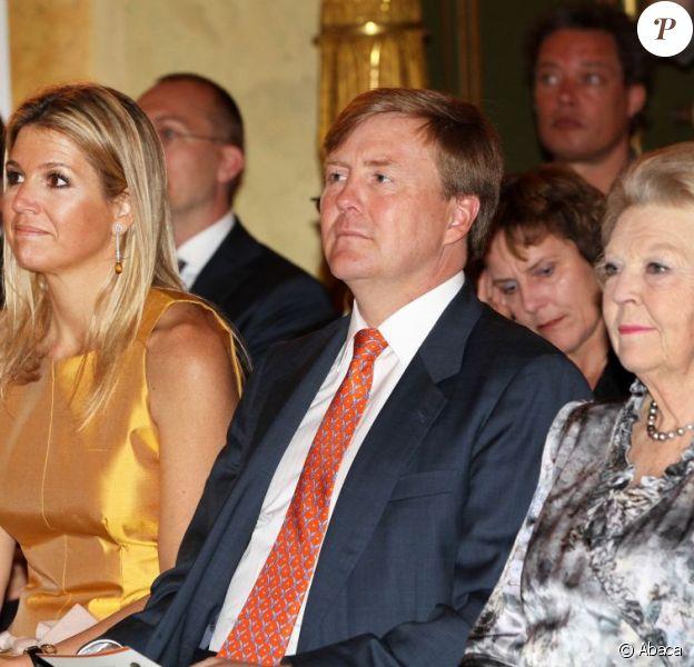 Le prince Willem-Alexander, la princesse Maxima et la reine Beatrix des Pays-Bas étaient réunis au palais Noordeinde à La Haye le 15 mai 2012, pour la remise des Prix Pommes d'Oranje (Apeltjes van Oranje) du fonds Orange.