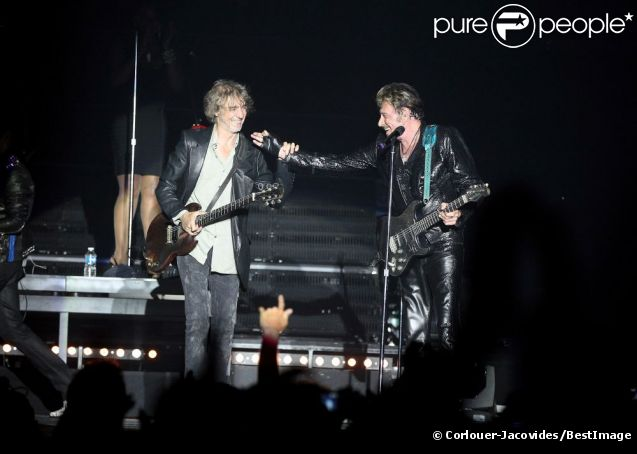 EXCLU : Louis Bertignac et Johnny Hallyday sur scène à Montpellier, le 14 mai 2012.