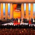 L'équipe du film Moonrise Kingdom de Wes Anderson monte sur scène lors de la cérémonie d'ouverture du festival de Cannes le 16 mai 2012