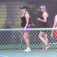 Reese Witherspoon, enceinte, joue au tennis à Brentwood le 16 mai 2012