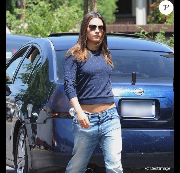 Mila Kunis sur le tournage du film Blood Ties, à New York le 17 mai 2012.