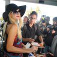 Paris Hilton arrive à l'aéroport de Nice, le samedi 19 mai 2012.