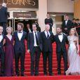 Photo de famille pour le casting du film Lawless, sur les marches du Palais des Festivals. Cannes, le 19 mai 2012.