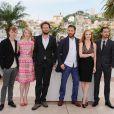 Jessica Chastain, en Hervé Leroux et chaussures Zanotti, et Mia Wasikowska en Prada et chaussures Miu-Miu, avaient irradié de douceur et de couleur le photocall de  Lawless , au Festival de Cannes, le 19 mai 2012, avant de monter les marches en soirée.