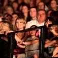 Laeticia Hallyday, ses filles Jade et Joy et sa grand-mère mamie Rock aux premières loges pour le concert de Johnny Hallyday à Montpellier, le 15 mai 2012.