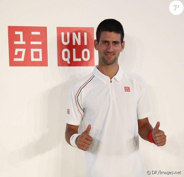 Novak Djokovic présente sa nouvelle tenue pour Roland Garros issue de sa collaboration avec son nouvel équipementier Uniqlo le 23 mai 2012 à Paris