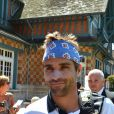 Arnaud Clément à l'entraînement à Roland-Garros en mai 2012.   Arnaud Clément lors du premier tour de son dernier Roland-Garros, le 28 mai 2012. Pour son baroud d'honneur à la Porte d'Auteuil, le 139e mondial a offert un match en cinq sets de plus de quatre heures face à Alex Bogomolov, et s'est qualifié pour le second tour sous l'ovation de sa compagne Nolwenn Leroy, de sa famille et du public du court n°1.