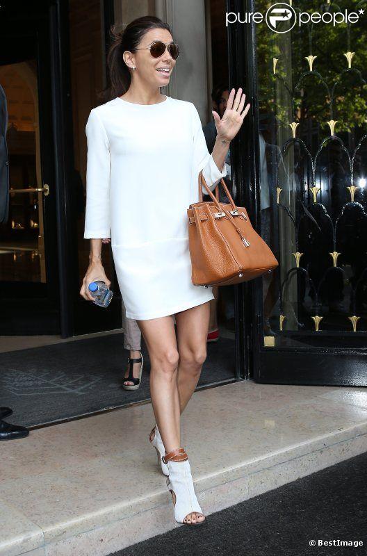 Eva Longoria, très élégante, quitte son hôtel parisien, le 29 mai 2012 à Paris