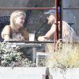 Au restaurant, Sharon Stone et son nouvel amoureux Martin Mica à Venice Beach, à Los Angeles le 29 mai 2012