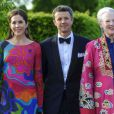 La princesse Mary sensationnelle, une explosion de couleurs !   La famille royale de Danemark à l'orangerie du palais de Fredensborg le 30 mai 2012 pour un dîner de bienfaisance à l'occasion des 40 ans de la WWF Danemark, dont le prince consort Henrik de Danemark assume la présidence.
