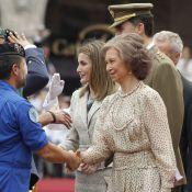La princesse Letizia et la reine Sofia à l'unisson avec leurs époux en uniforme