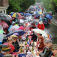 Malgré une météo peu clémente, le Big Jubilee Lunch a connu un vif succès, le 3 juin 2012.