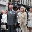 Les princesses Beatrice et Eugenie d'York ont pris part avec leur père le prince Andrew au Big Jubilee Lunch à l'église All Saints de Fulham, le 3 juin 2012, avant de rejoindre la reine Elizabeth II sur la Tamise pour la grande parade fluviale de son jubilé de diamant.