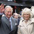 Une folle ambiance ! Le prince Charles et Camilla Parker Bowles participaient au Big Jubilee Lunch de Fortnum & Mason à Piccadilly, le 3 juin 2012, pour le jubilé de diamant de la reine Elizabeth II.