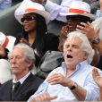 Jean Rochefort, sa femme Delphine Gleize et Jacques Weber lors du match entre Jo-Wilfried Tsonga et Novak Djokovic le 5 juin 2012 à Roland-Garros