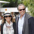 Michel Leeb et sa femme Béatrice avant le match entre Jo-Wilfried Tsonga et Novak Djokovic en quart de finale à Roland-Garros le 5 juin 2012
