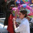 Jessica Alba et Cash Warren remplissent leur coffre des cadeaux d'anniversaire d'Honor, qui fête ses quatre ans. Los Angeles, le 9 juin 2012.