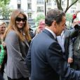 Nicolas Sarkozy et son épouse Carla Bruni-Sarkozy, main dans la main, sont allés voter au lycée Jean de la Fontaine dans le 16e arrondissement de Paris le 10 juin 2012