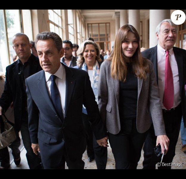 Nicolas Sarkozy et son épouse Carla Bruni-Sarkozy sont allés voter au lycée Jean de la Fontaine dans le 16e arrondissement de Paris le 10 juin 2012