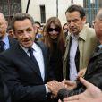 Nicolas Sarkozy et Carla Bruni-Sarkoy sont allés voter dans le 16e arrondissement de Paris au lycée Jean de la Fontaine le 10 juin 2012