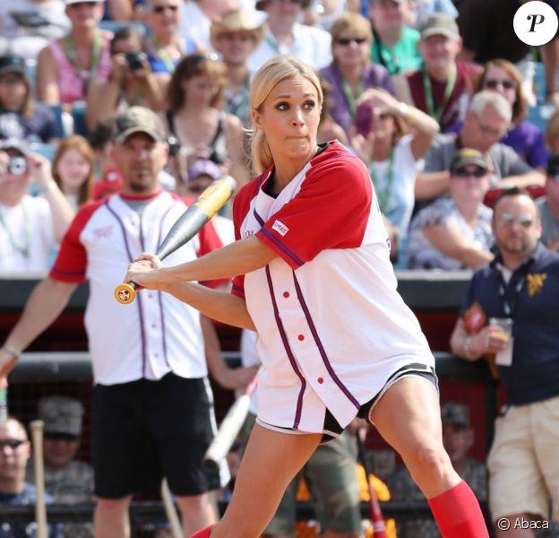 Carrie Underwood lors du City of Hope's 2012 Celebrity Softball Challenge à Nashville le 10 juin 2012, dans le cadre du CMA Fest.