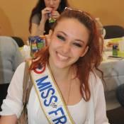 Delphine Wespiser : La généreuse Miss France 2012 donne de sa personne