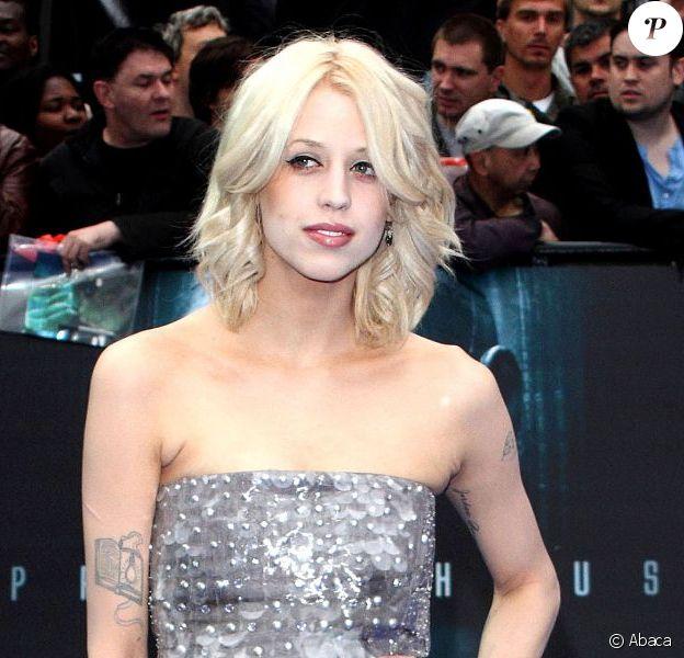 Peaches Geldof en juin 2012 dévoile sa silhouette retrouvé un mois et demi après son accouchement