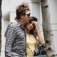 Amoureux, Javier Bardem et sa femme Pénelope Cruz se promènent à Los Angeles le 13 juin 2012