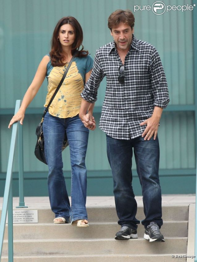 Javier Bardem et sa femme Pénelope Cruz se promènent à Los Angeles le 13 juin 2012
