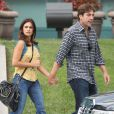 Tendres, Javier Bardem et sa femme Pénelope Cruz se promènent à Los Angeles le 13 juin 2012