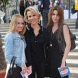 Nathalie Rihouet et ses filles assistent à la soirée d'ouverture de la Fête des Tuileries, à Paris, le vendredi 22 juin 2012.