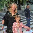 Isabelle Camus et son fils assistent à la soirée d'ouverture de la Fête des Tuileries, à Paris, le vendredi 22 juin 2012.