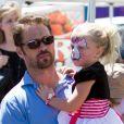 Jason Priestley et sa fille Ava au Farmers Market de Los Angeles, le 24 juin 2012.