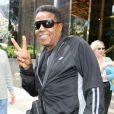 Tito Jackson signe des autographes à la sortie de son hôtel à New York le 26 juin 2012