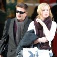 Alec Baldwin et sa fille Ireland le 28 janvier 2012 à l'aéroport de Los Angeles