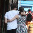 Keira Knightley et son fiancé James Righton, de dos, à New York le 1er juillet 2012