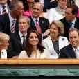 Kate Middleton et son mari le prince William étaient présents dans la royal box du court central de Wimbledon le 4 juillet 2012 pour voir la victoire expéditive de Roger Federer sur Mikhail Youzhny.